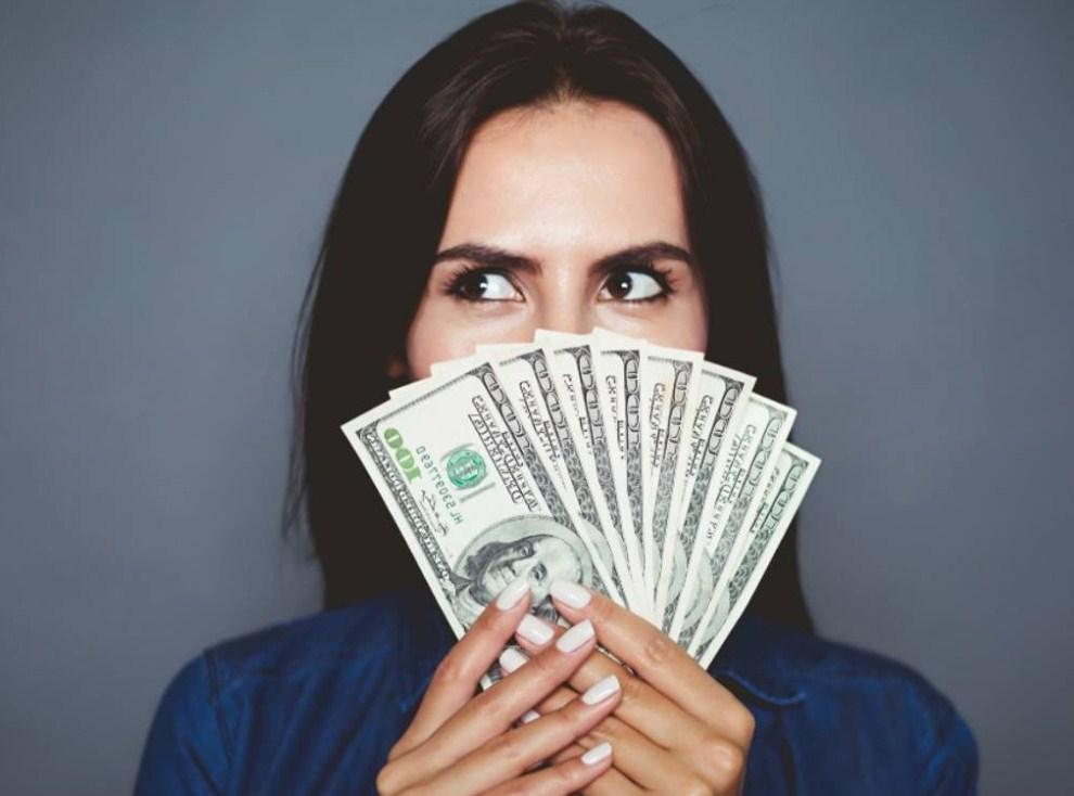 winning_money_roulette.jpg